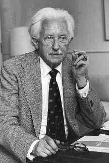 biography erick erickson On june 15, 1902, erik erikson was born in frankfurt, germany he facedhis own identity crisis at an early age he was an artist and a teacher in the late 1920's when.